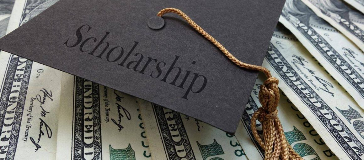 10 College Scholarships Available